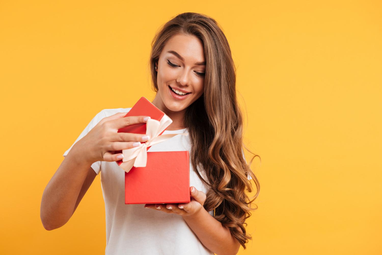 Prezenty urodzinowe dla pracowników: 10 inspiracji