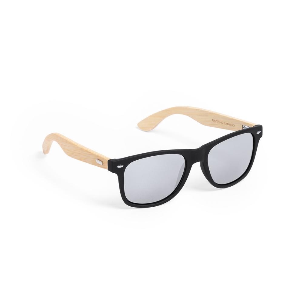 letni wypoczynek z gadżetami okulary przeciwsłoneczne